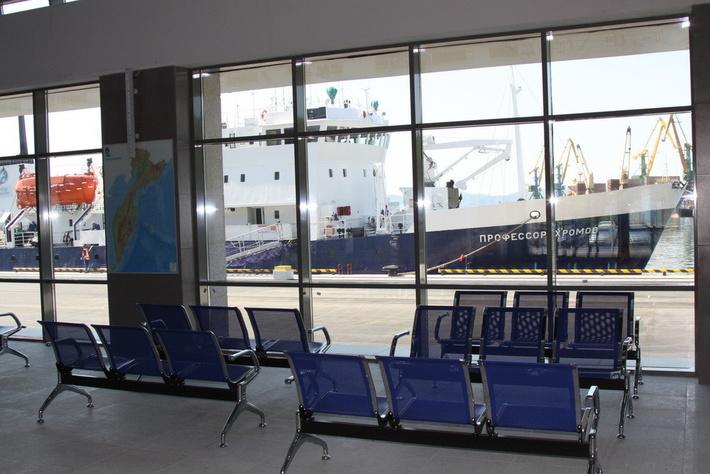 Первое судно ошвартовалось у причала нового здания морского вокзала в Петропавловске-Камчатском