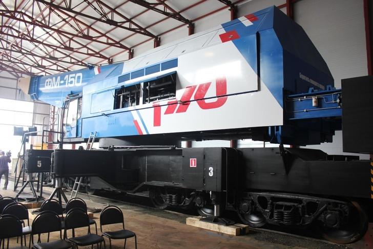 Челябинский завод представил новую модель подъемного крана ФМ-150 для РЖД