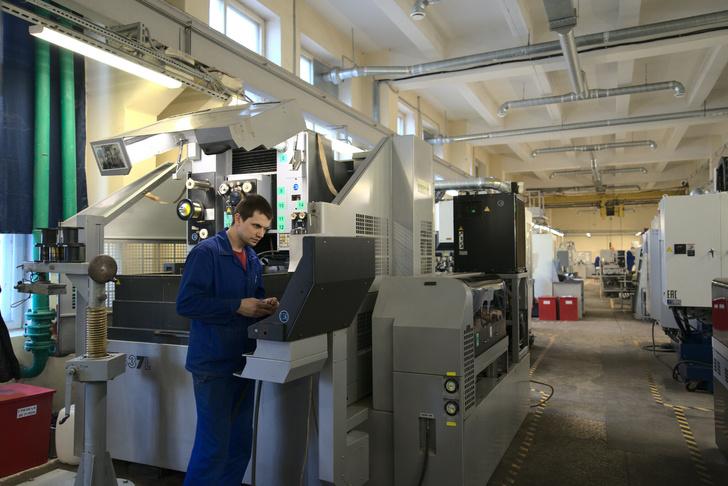 На заводе работают и новейшие обрабатывающие центры