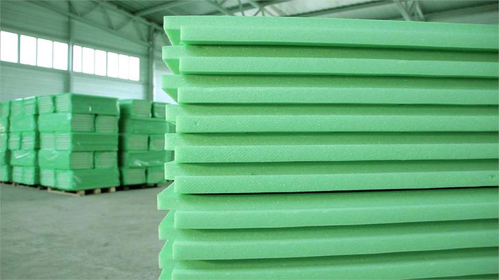 Теплоизоляционные плиты из пенополиуретана. Цвет зеленый