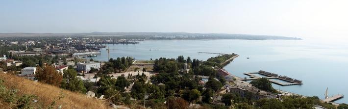 Вид на Керченский торговый порт