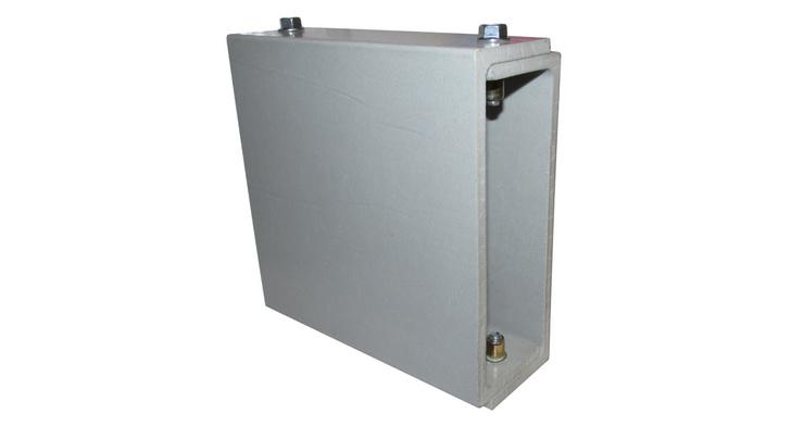 Приборная монтажная платформа, На переднем плане — монтажная площадка 150ч150 мм, на заднем плане — монтажное основание.Они крепятся между собой с помощью болтов М6, для чего в обе детали устанавливается по 2 гайки-заклепки.Монтажное основание можно закрепить к любой конструкции, при этом ориентация в пространстве не имеет значения (например можно установить его на стене или потолке с помощью саморезов и дюбелей или болтов и забивных анкеров). Полезная нагрузка — до 20 кг.