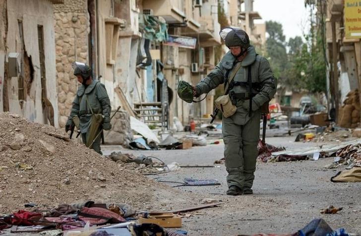 Российских саперов в Сирии одели в