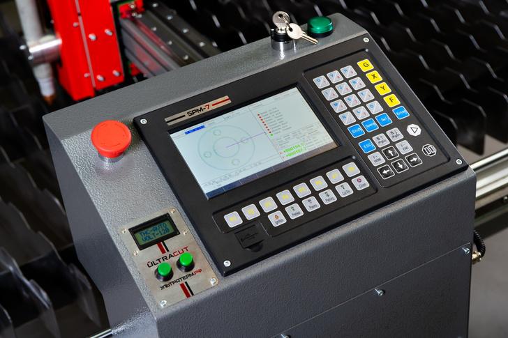 Терминал ЧПУ с промышленным контроллером SPM-7 станка ULTRACUT