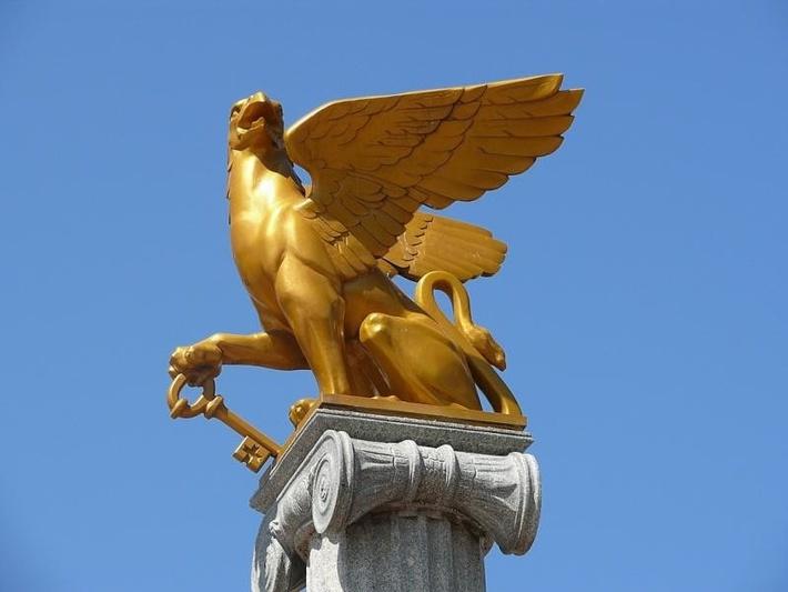 Грифон — символ Керчи.
