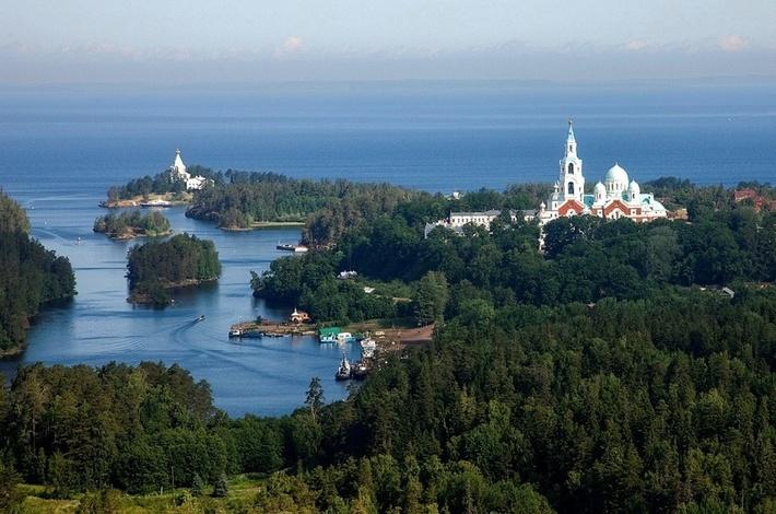 Остров Валаам расположен в Ладожском озере.