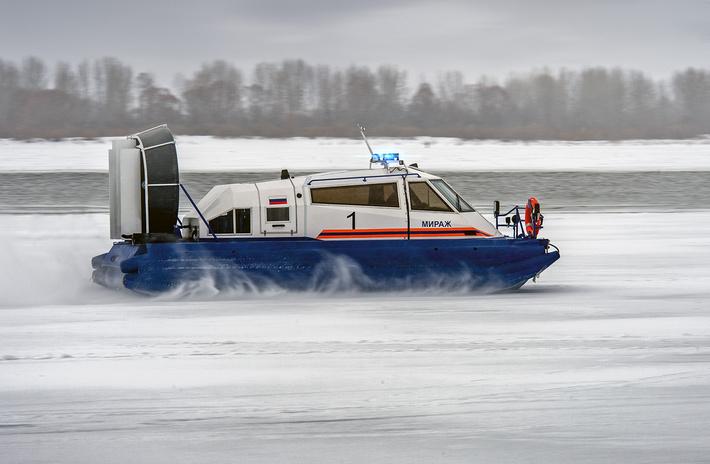 """СВП """"Мираж-7"""" может перемещаться по любой относительно ровной поверхности: воде, снегу, льду, грунту, траве и торосам"""