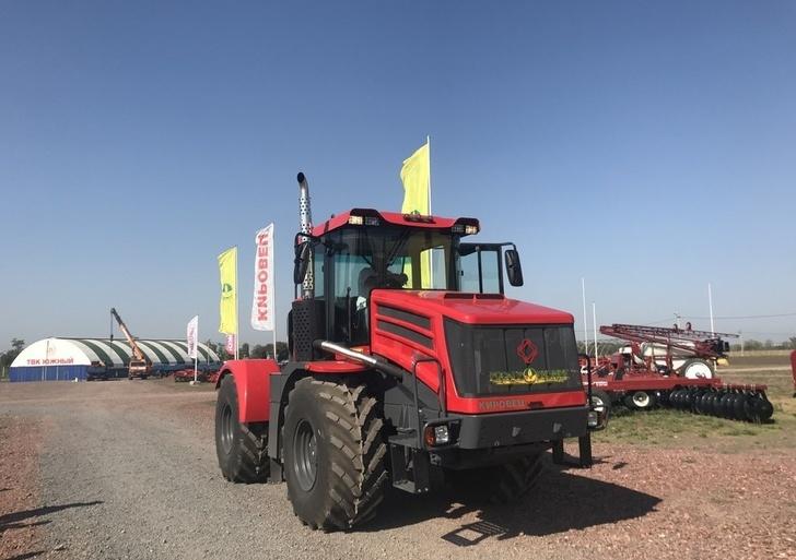 Легендарный «Кировец»: российские фермеры рассказали об испытаниях новейшего К-424