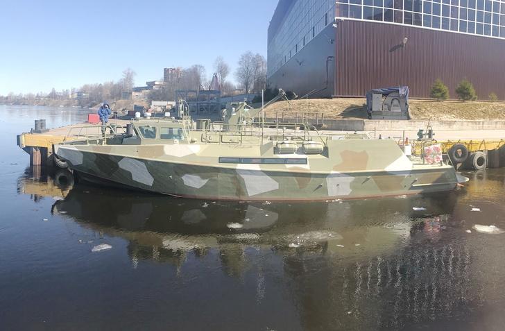 """Спуск на воду катера №714/Фото пресс-службы """"Пелла"""""""