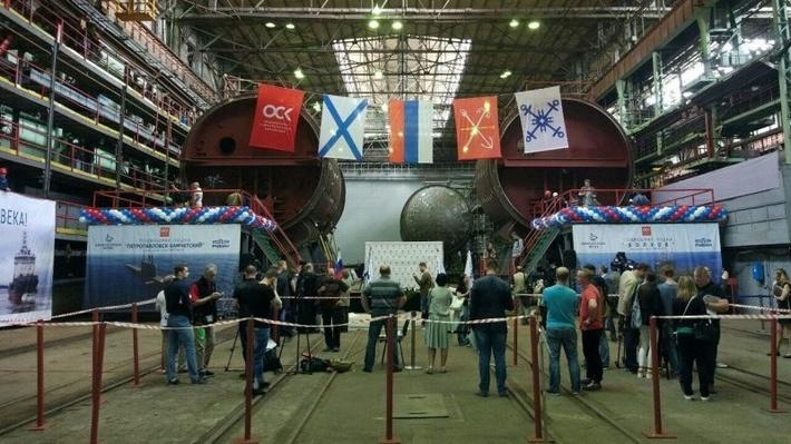 """Фото. Закладка первых двух ДЭПЛ проекта 636.3 для Тихоокеанского флота на """"Адмиралтейских верфях"""", Никита Григорьев."""