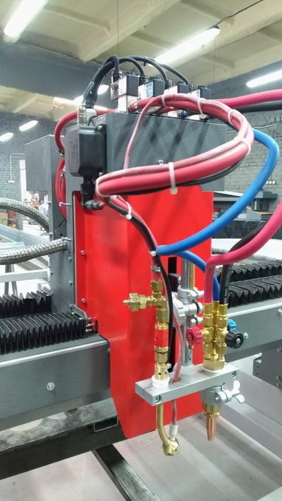 Суппорт с газовым резаком GCUT и системой автоподжига