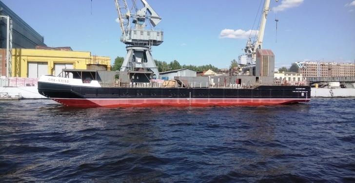 В Санкт-Петербурге на СЗ «Алмаз» спущен на воду плавучий кран СПК-57150