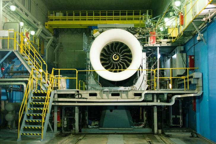 В ходе испытаний лопаток вентилятора из ПКМ на двигателе-прототипе. АО ОДК-Авиадвигатель