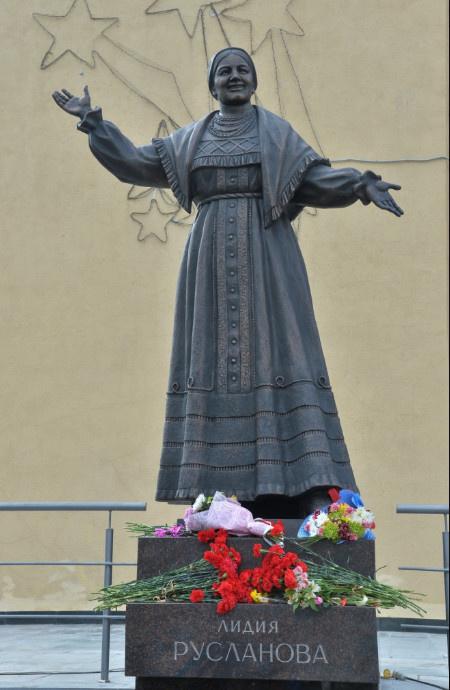В Саратове открыт памятник Лидии Андреевне Руслановой