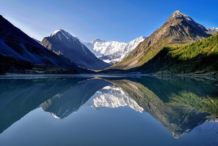 Гора Белуха - высшая точка Алтайских гор (4509 м).