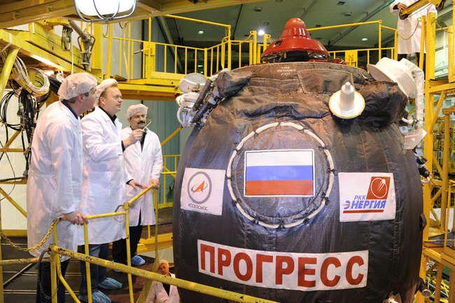 подготовка к запуску транспортного грузового корабля «Прогресс М-23М» на космодроме Байконур