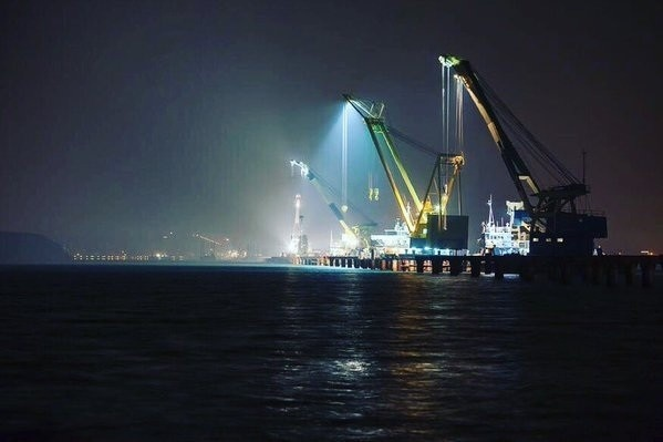 Освещение речного порта