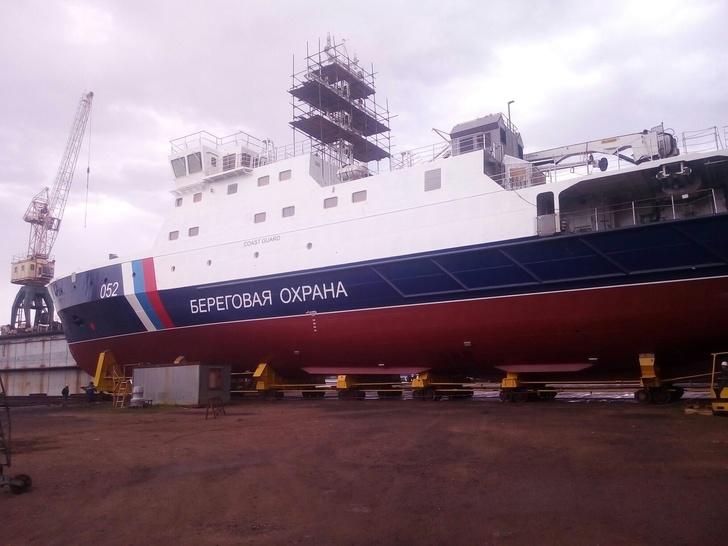 """Пограничное патрульное судно """"Камчатка"""" проекта 22120 на свежем воздухе"""