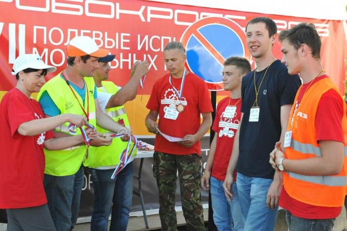 Команда рязанских изобретателей «Аврора» вновь стала победителем «РобоКросс-2016»