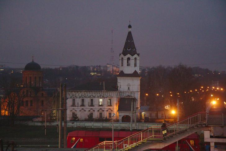 Варварьинская (справа) и Петропавловская (слева) церкви