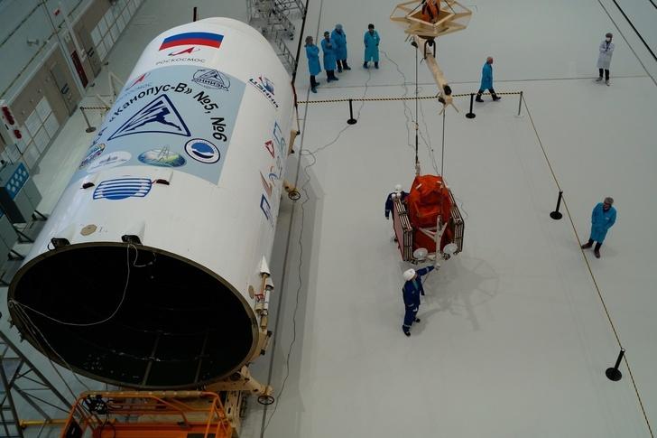 сборка космической головной части ракеты-носителя «Союз-2.1а» с российскими спутниками «Канопус-В» №5 и №6 и с иностранными космическими аппаратами в составе попутной полезной нагрузки