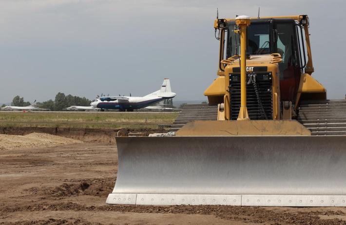 Начало работ на ВПП2, за ней ВПП1 и стоянки самолетов дальней авиации