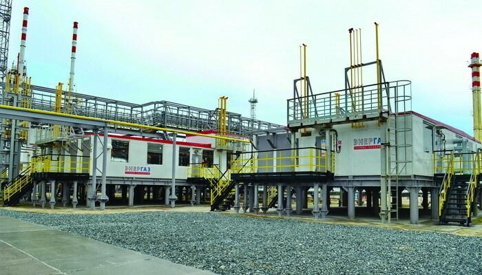Установка подготовки топливного газа для объектов УКПГиК на Восточном Уренгое - основной (слева) и резервный модули