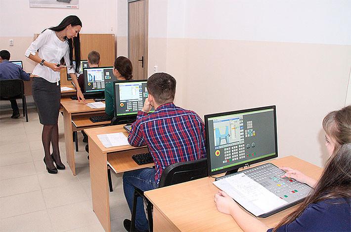 В учебном классе. Фото с сайта npi-tu.ru