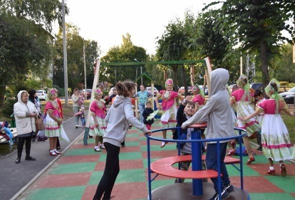 Обновленный двор на ул. Советской принят жителями