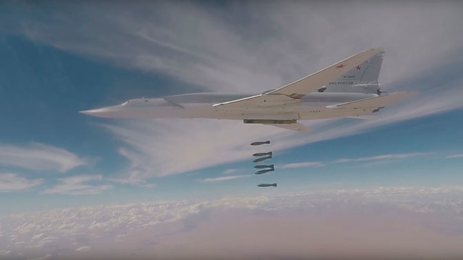 Ту-22М3 нанесли групповой авиаудар по ИГИЛ* в провинции Дейр-эз-Зор