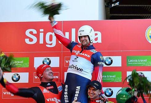 Семен Павличенко впервые в истории российского санного спорта завоевал золотую медаль первенства планеты в латвийской Сигулде