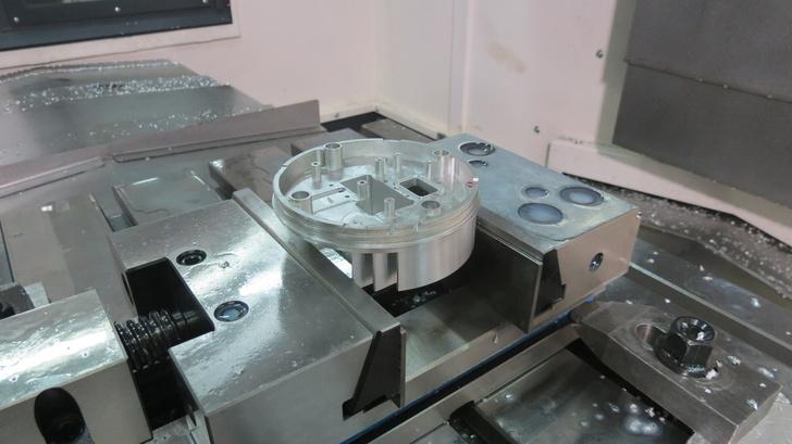 Обработка заготовки из алюминия - на обрабатывающем центре ФС85МФ3