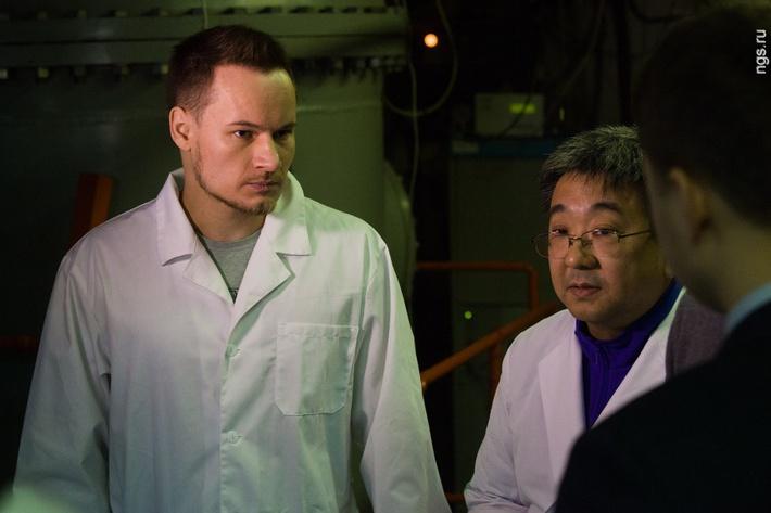 В ноябре 2015 года новосибирские и японские ученые уже ставили предварительный эксперимент с разными клетками: глиомы человека, глиобластомы человека, клетками яичника китайского хомячка и фибробластами легких китайского хомячка. «Мы приехали в Новосибирск, потому что этот ускоритель — единственный в мире, который может генерировать нейтроны в нужном количестве. сравнить результаты с японскими исследованиями на ядерном реакторе», — рассказал профессор отделения нейрохирургии Университета Цукуба Кей Накай.