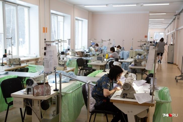 Швейный — самый большой цех на миасском производстве средств защиты от вирусов