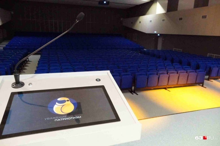 Управлять изображением в актовом зале можно с планшета на трибуне