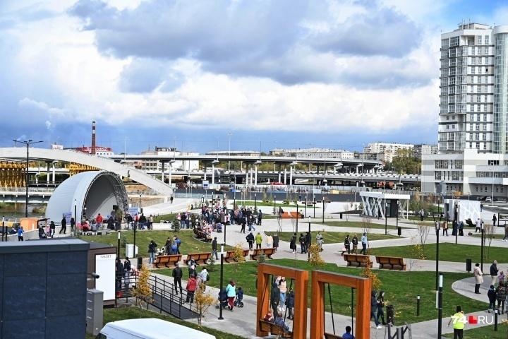 Сцену предусмотрительно запроектировали с крышей — южноуральская погода капризна