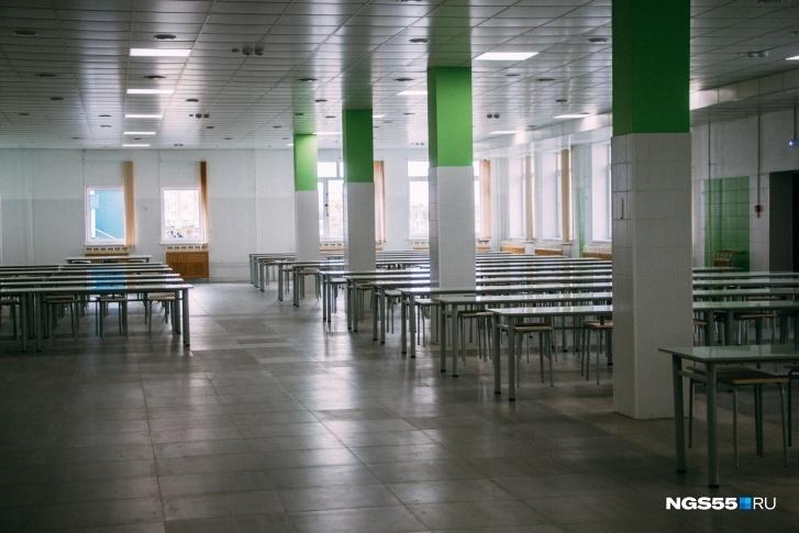 Столовая достаточно просторная для такой большой школы