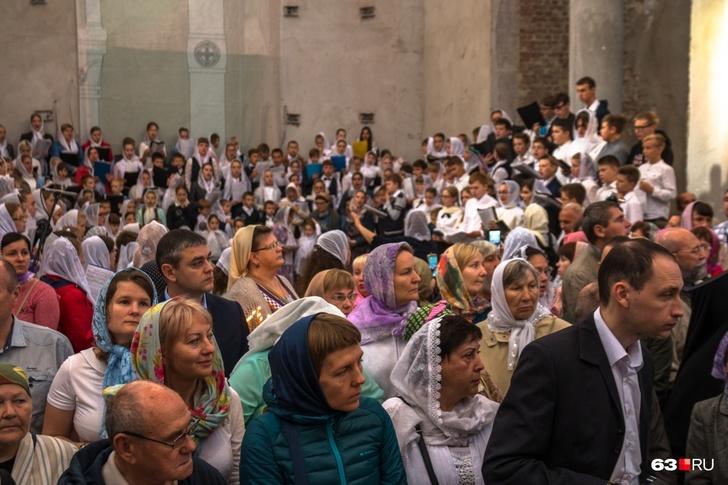 В соборе едва хватило места всем прихожанам