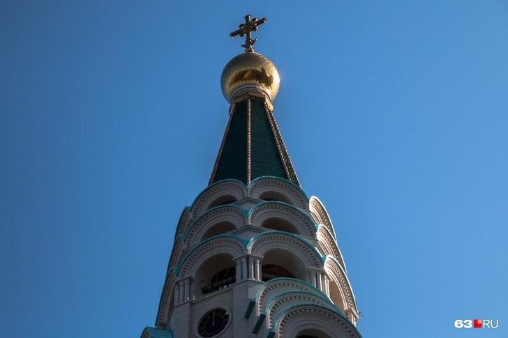 На вершине башни — звонница и смотровая площадка