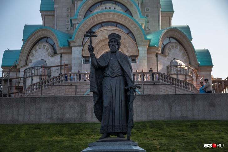 Памятник князю Владимиру установили весной