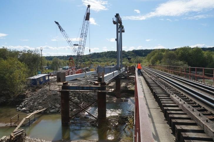 На Сахалине строят 35 железнодорожных мостов
