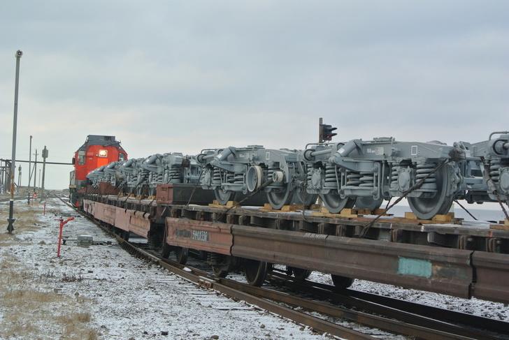 На Сахалин доставили первую партию вагонных тележек с общероссийской шириной колеи