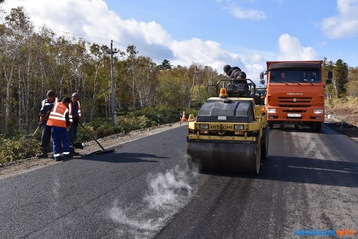 На Кунашире открыли асфальтированную автодорогу от райцентра до аэропорта