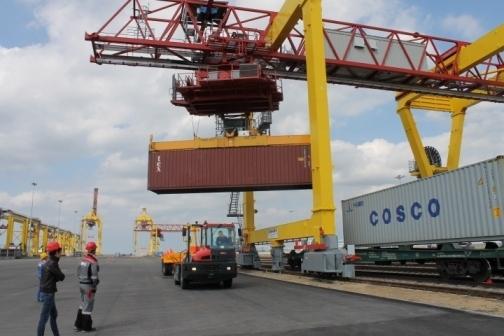 Усть-Лужский Контейнерный Терминал в конце прошлого месяца...  Погрузка контейнеров на УЛКТ производилась по...