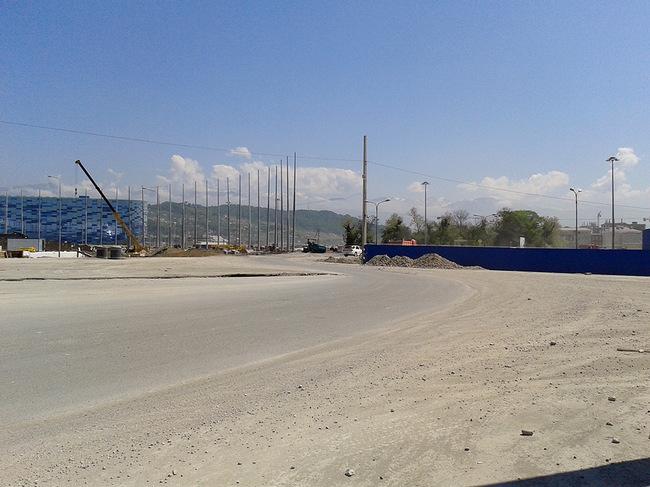 http://photo.championat.com/10/10198/full/414710-zatjazhnoj-povorot-v-forme-bukvy-omega-v-centre-olimpijskogo-parka.jpg