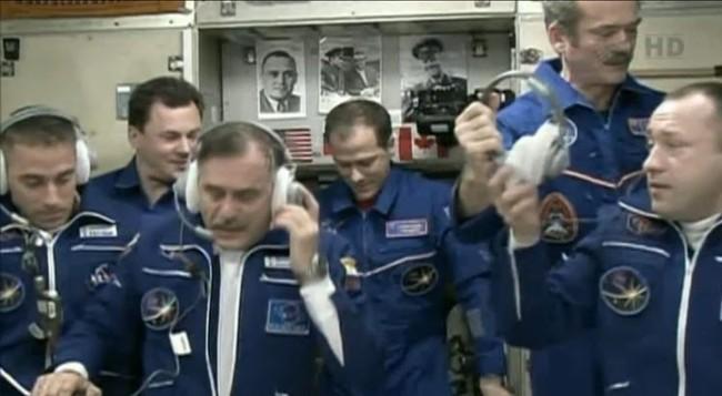 """Пилотируемый корабль  """"Союз ТМА-08М """" с очередной экспедицией на Международную космическую станцию добрался до пункта..."""