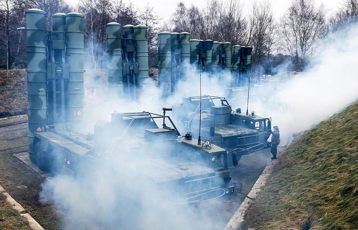 """Боевые расчеты зенитных ракетных комплексов С-400 """"Триумф"""""""