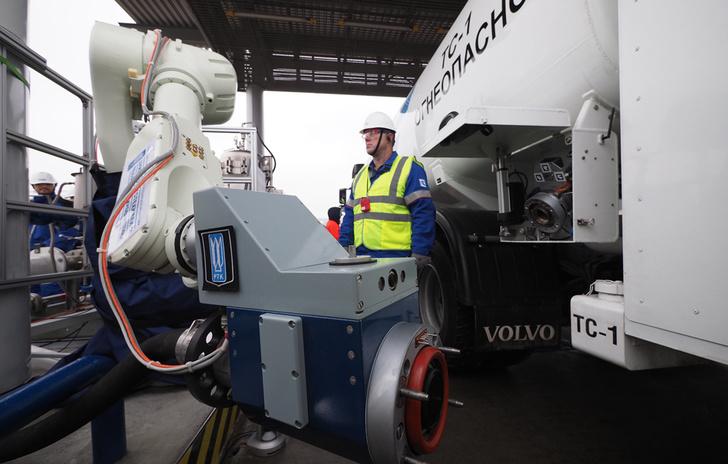 Газпром нефть представила первый роботизированный топливозаправочный комплекс