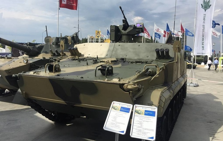 Бронетранспортер БТ-3Ф Алексей Паньшин/ТАСС