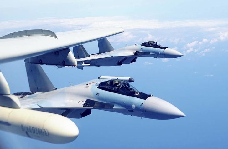 Истребители Су-35 ВВС Народно-освободительной армии Китая Liu Rui/Xinhua via AP